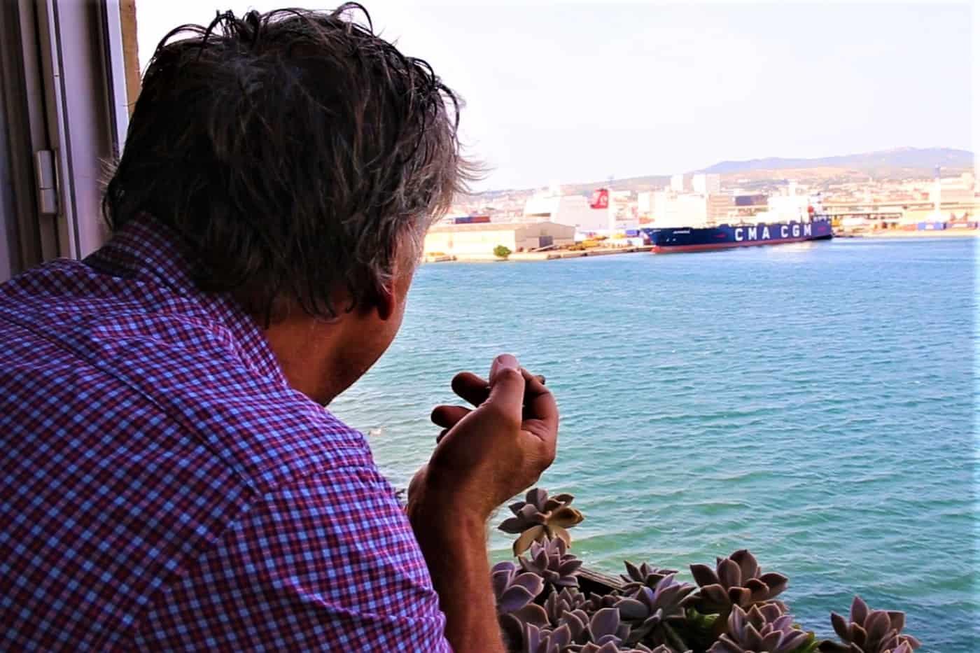 , Vidéo : un artiste vit depuis 25 ans sur la Digue du Large !