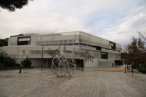 , Avec l'Hexagone, le coeur du campus de Luminy fait peau neuve