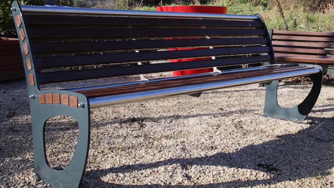 , À Gardanne, on fabrique du mobilier urbain en plastique 100 % recyclé