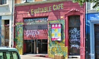 devanture de l'équitable café au cours julien