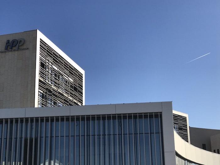 """, A Aix, l'Hôpital privé de Provence installe un """"drive"""" pour dépister le Covid-19, Made in Marseille, Made in Marseille"""