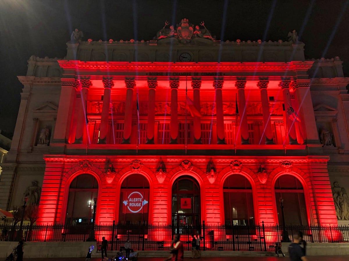 , Alerte rouge : le Palais de la Bourse illuminé en soutien aux activités événementielles, Made in Marseille
