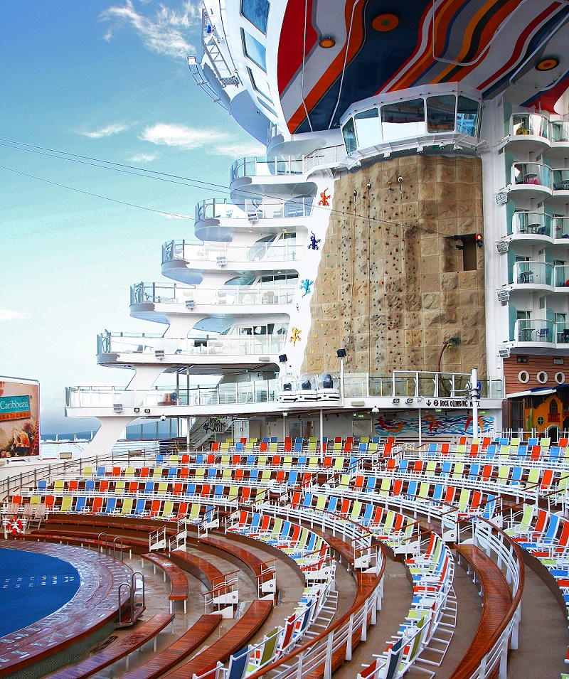 allure-of-the-seas-piscine-escalade-sport