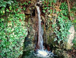 cascade-jardin-parc-colline-puget