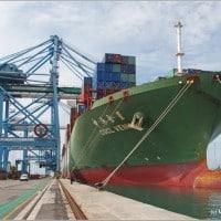port de Fos, Le port de Fos possèdera bientôt les plus gros portiques du monde