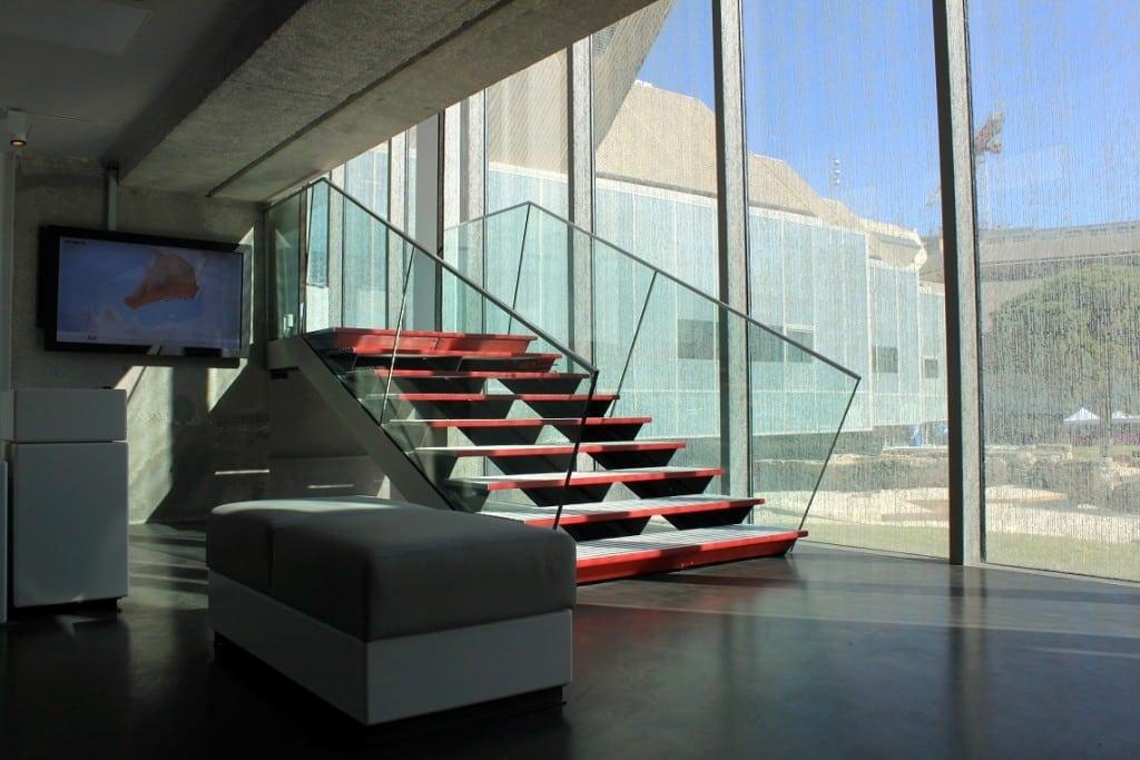escalier-entree-musee-histoire-marseille