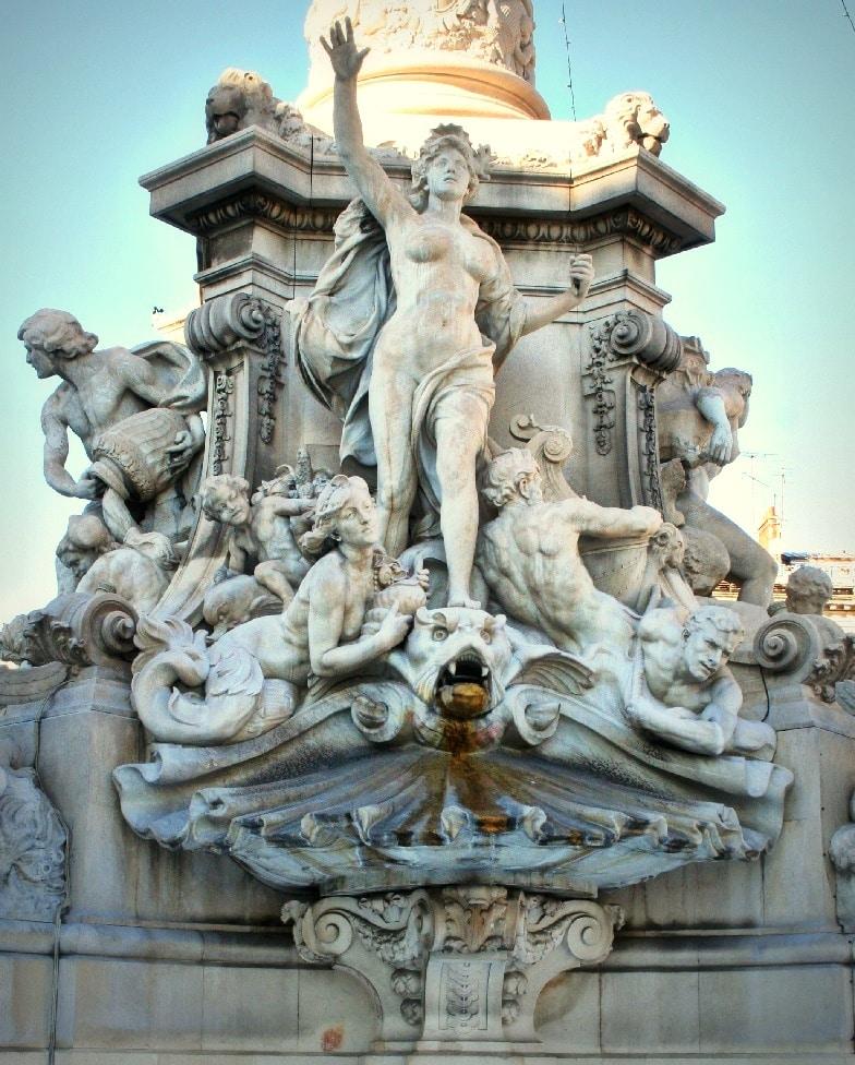 , Découvrez la place Castellane et sa fontaine