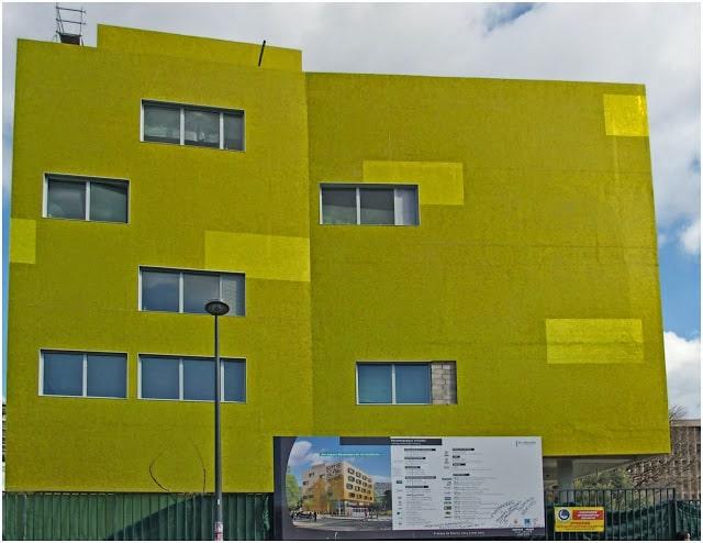 Médecine, Un bâtiment flashy marque l'entrée de la fac de Médecine sur Sakakini, Made in Marseille, Made in Marseille