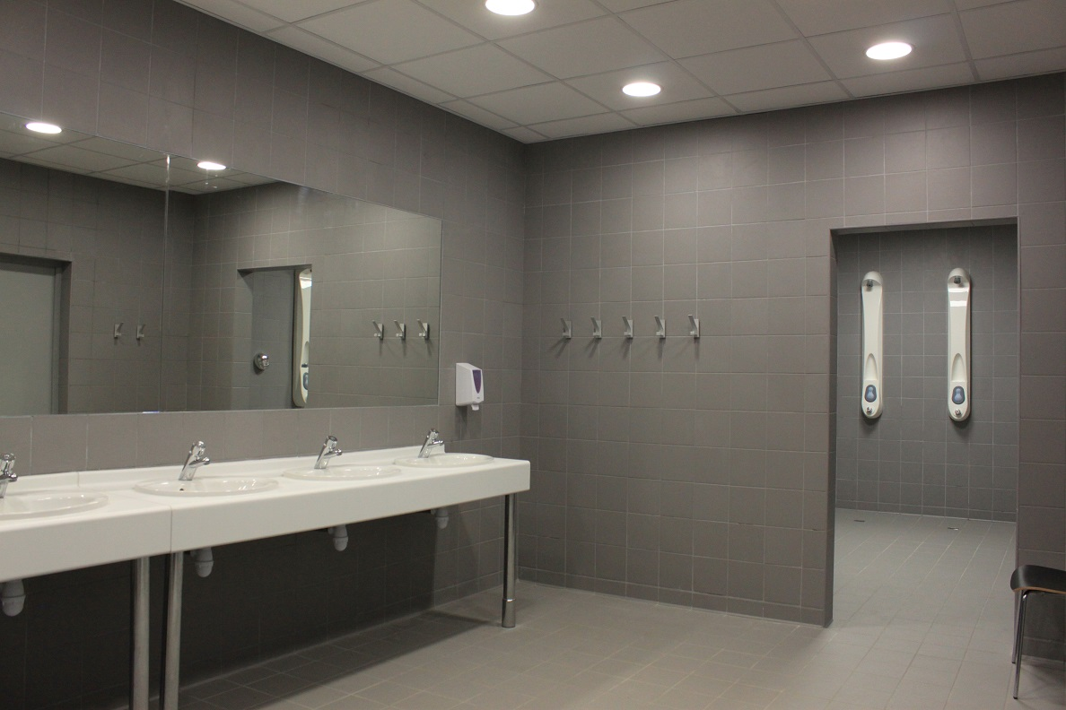 toilette douche vestiaire stade velodrome made in marseille. Black Bedroom Furniture Sets. Home Design Ideas