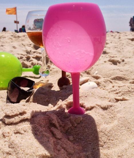 verre-apero-plage-plante-sable